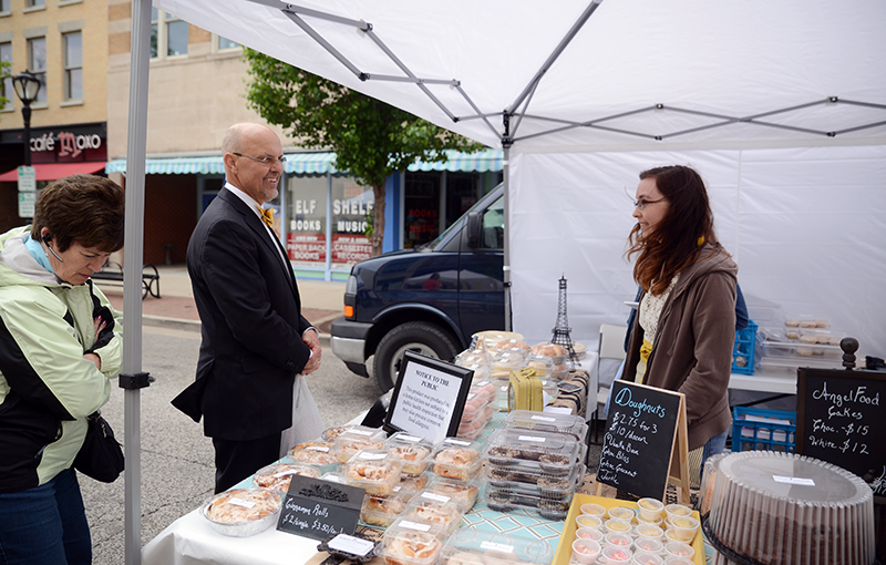 State Senator Dave Koehler (D-Peoria) visits with a vendor at the Old Capitol Farmers Market in Springfield during its opening day May 14.